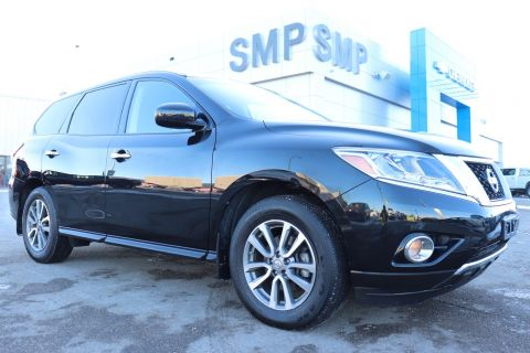 2015 Nissan Pathfinder S - 4x4, 7 Passenger, Bluetooth, Keyless Entry, Alloys